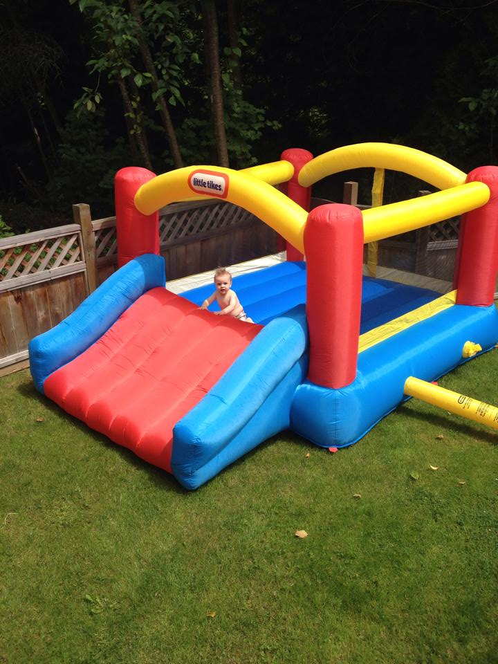 The best Bouncey Castle - Little Tykes Bounce House